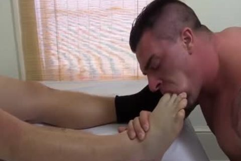 Tattooed And pumped up Hunk Swallows His superlatively admirable Blokes Feet