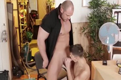 dirty Bodybuilder And His Real dildo